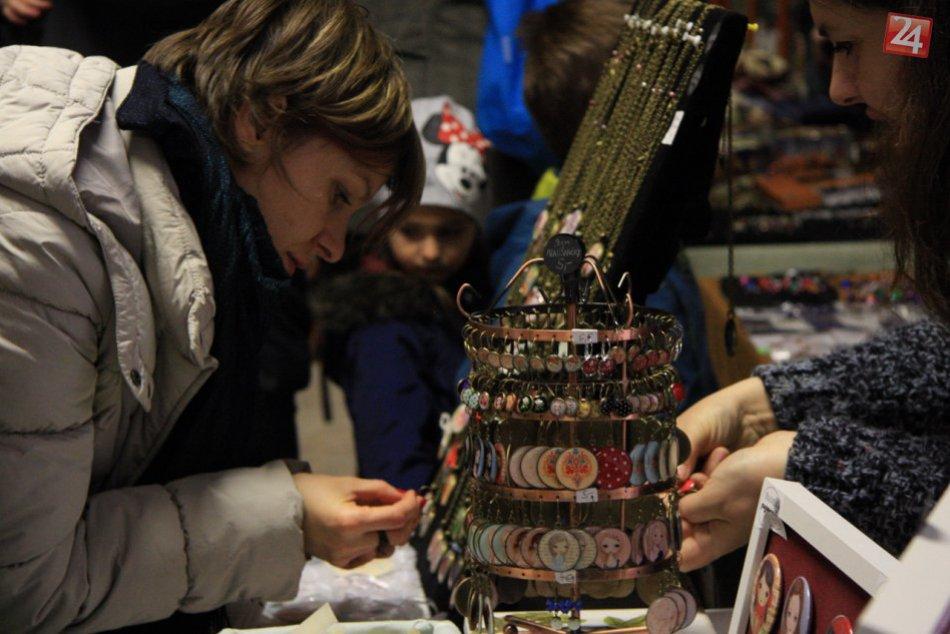 Ilustračný obrázok k článku Produkty, ktoré majú srdce: V Dúbravke sa konal pravý jarmok. Do Bratislavy priniesol tradičnú kultúru